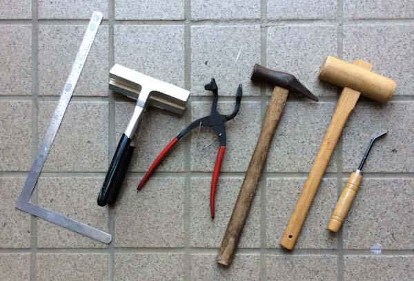 キャンバス張りの工具